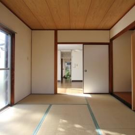 1階和室よりLDK方向を見る。