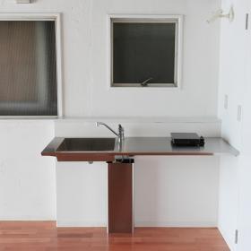 キッチンはすごくシンプルなタイプなので、料理を全開にやるかたには、大変かもしれません。IHコンロが一つ用意されています。