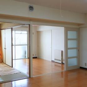 室内はクリーニングも施され、きれいな状態になっているので、まず住んでみて、必要に応じて、改装を重ねて行くというのもありですね。