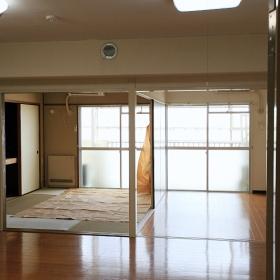 洋室6帖と和室6帖、LDKの間にはそれぞれ区切る引き戸があるのですが、必要であれば、壁を建てて区切るのも良いかと思います。
