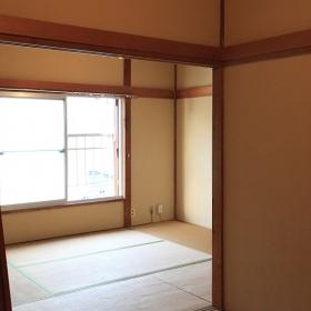 4.5畳の所から、6畳の方を見た写真です。壁面が幾つかあるので、写真を飾ったり、棚とか付けても良いかと思います。