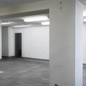 平面図の左下から、真ん中の仕切り壁の方を見た写真です。