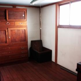 2階の和室。荷物は撤去します(使いたいものがあれば要相談)。