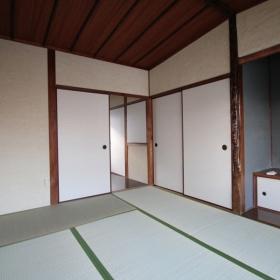 2階和室より洋室方向を見る。