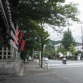 すぐ丸太町通りに出れます。寺社仏閣多し。