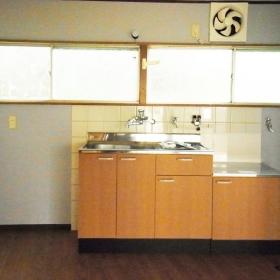 キッチンは新設されています。