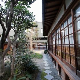 堀江公園方向を見る。