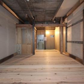 床は杉板です。