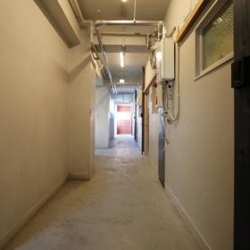 マンション2階の共用廊下