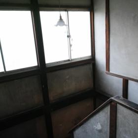 階段は広めで大きな搬入も問題なさそう